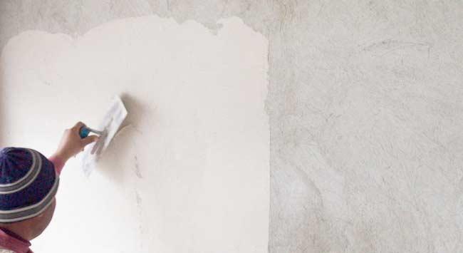 Hoe wordt een muur sausklaar of behangklaar gestuct?