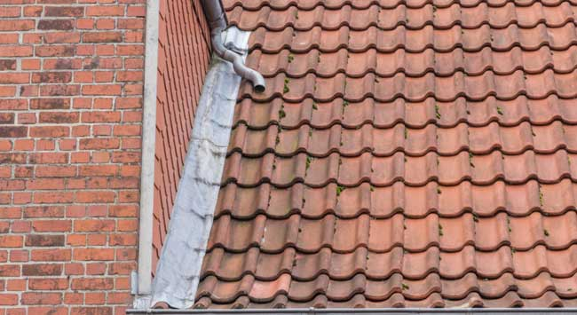 Loodslabben op een dak vervangen