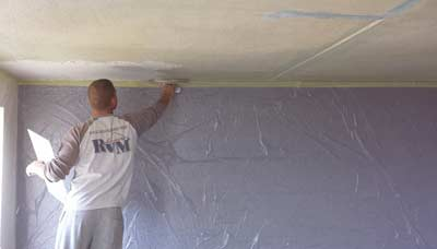 Plafond laten stucen voor een egale afwerking