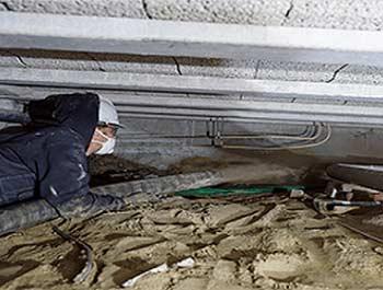 Zand op de bodem van de kruipruimte